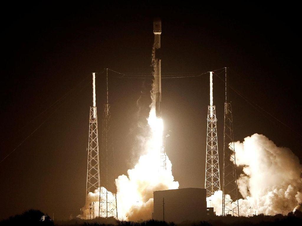 Apa Alasan PSN Terbangkan Satelit Pakai Roket SpaceX?