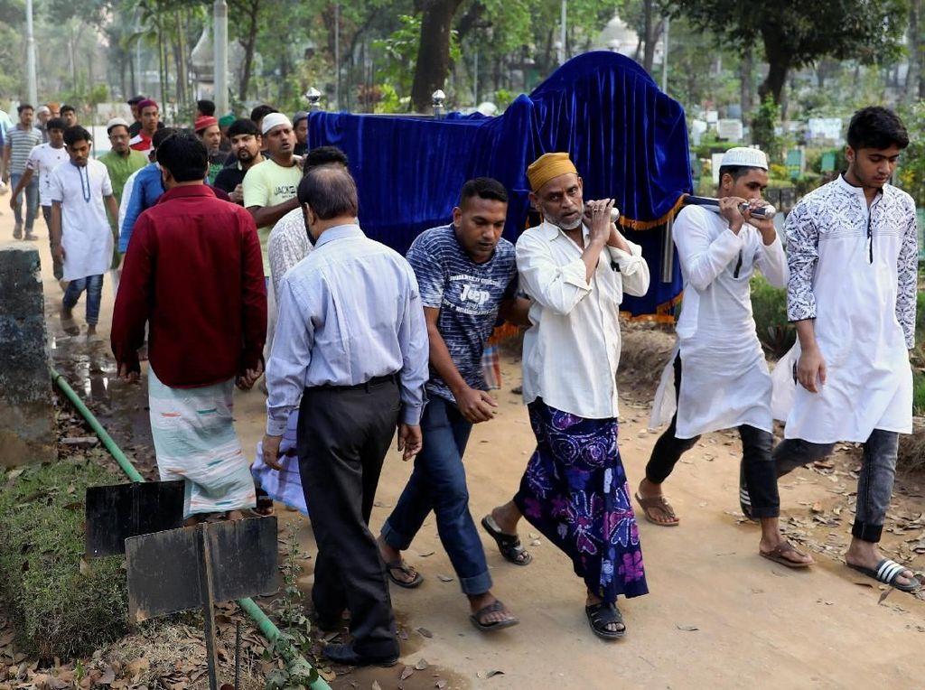 Korban Kebakaran Gudang Kimia Bangladesh Dimakamkan