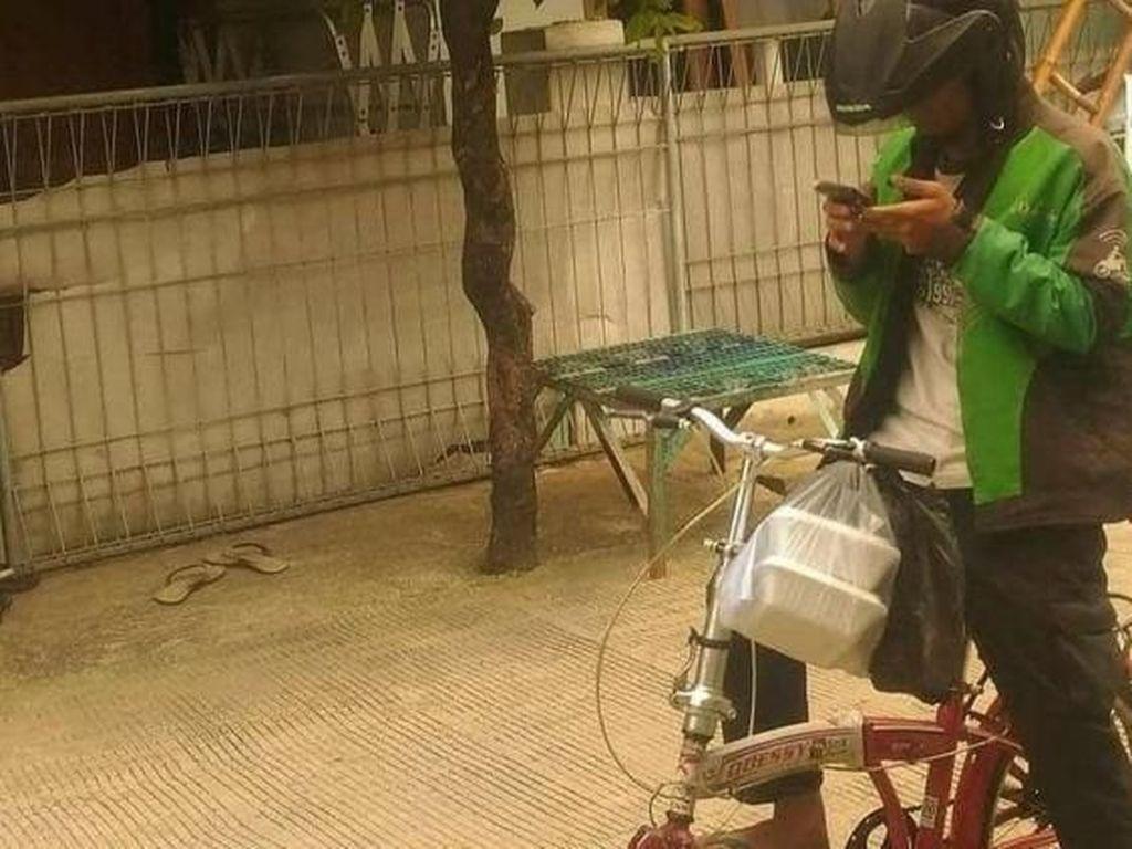 Terjang Banjir hingga Naik Sepeda, Ini Kisah Driver Ojol Antar Makanan