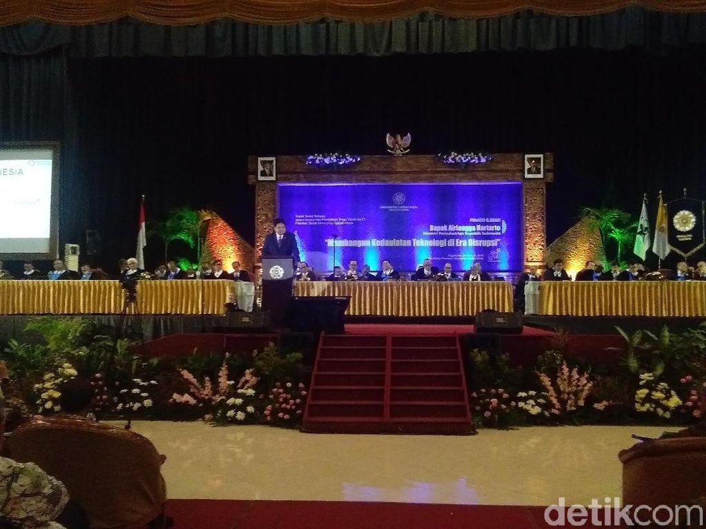 3 Menteri Jokowi Terima Anugerah Herman Johannes Award 2019 di UGM