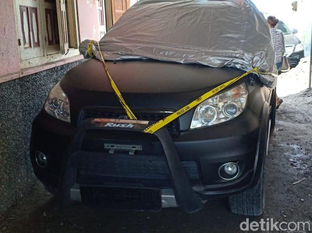 Mobil Caleg PDIP Dibakar Orang Misterius di Sleman