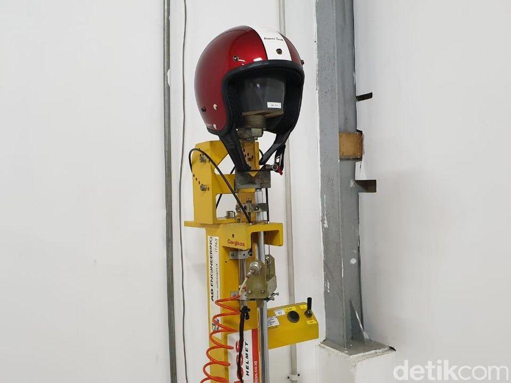 Intip Proses Pembuatan Helm Berstandar SNI