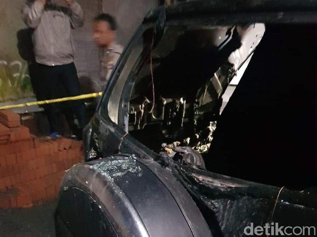 Ini yang Ditemukan Polisi di TKP Pembakaran Mobil Caleg PDIP Sleman