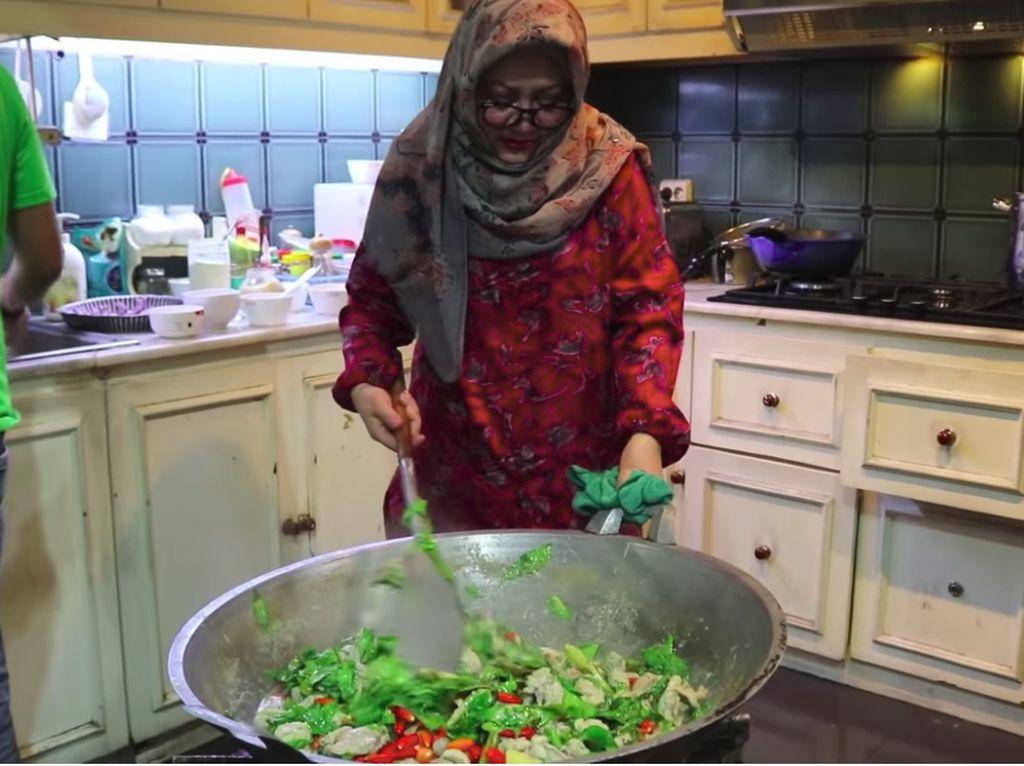 8 Bukti Tutut Soeharto Pintar Masak dan Senang Kulineran