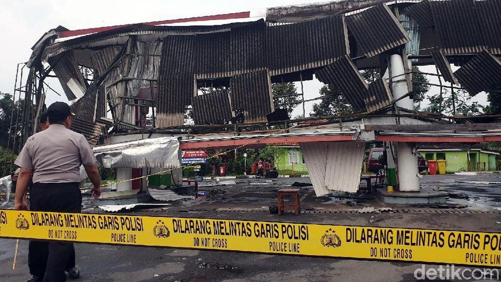 Penampakan Atap SPBU yang Ambruk Disapu Puting Beliung di Sukabumi