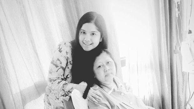 Annisa Pohan Setia Dampingi Ani Yudhoyono/