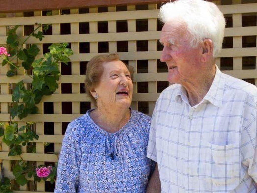 Nenek Australia Ini Jatuh Cinta Pertama Kali di Usia 90 Tahun