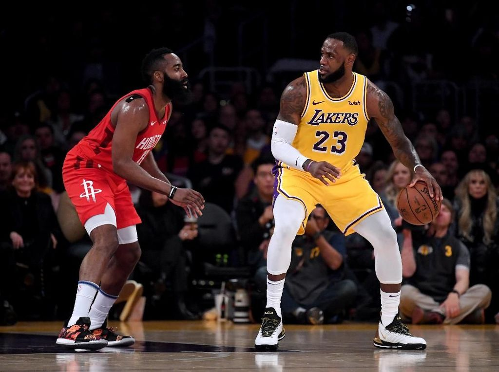 LeBron Double-Double, Lakers Tundukkan Rockets