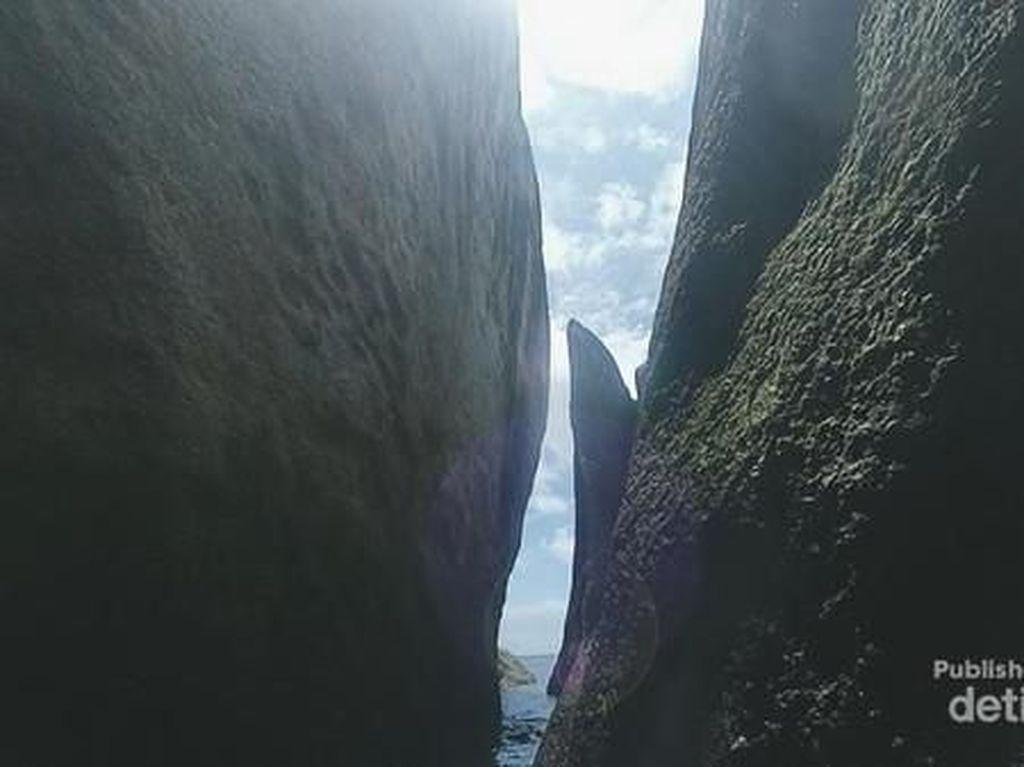 Gua Tersembunyi di Pantai Kalayang Belitung