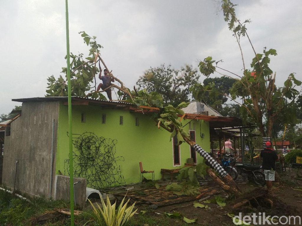 Puluhan Rumah di Ngunut Tulungagung Rusak Tersapu Puting Beliung