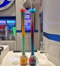 Unik! Minuman Ini Tersaji di Dalam Gelas Labu 3 Liter