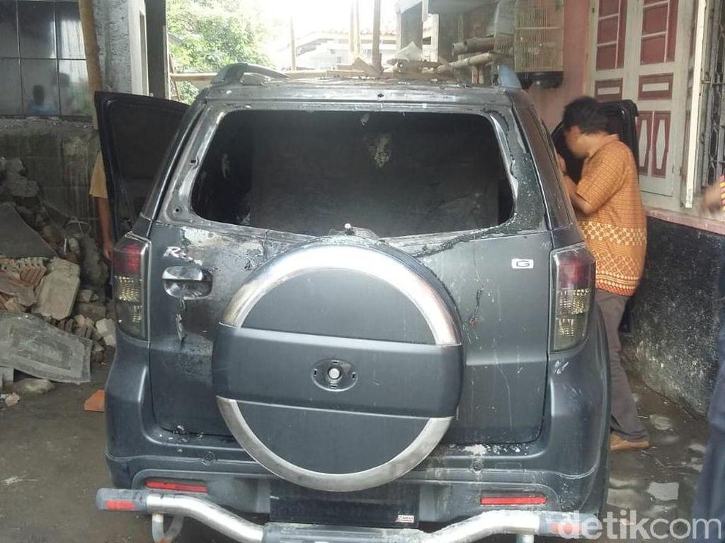 Detik-detik Mobil Caleg PDIP Sleman Dibakar Orang Misterius