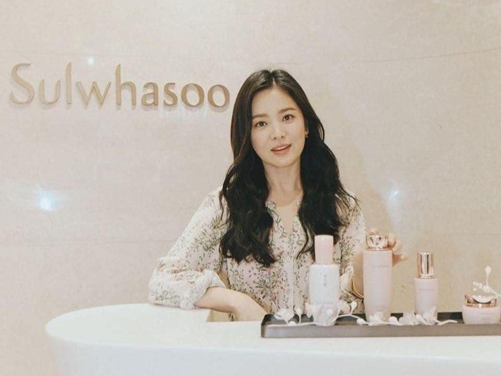 Foto: Song Hye Kyo Tak Pakai Cincin Kawin, Dirumorkan Cerai