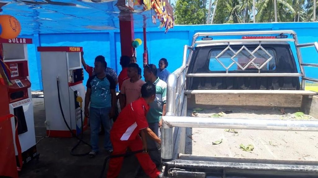 Warga Desa di Pulau Buru Kini Tak Lagi Tunggu 3 Jam Dapat BBM