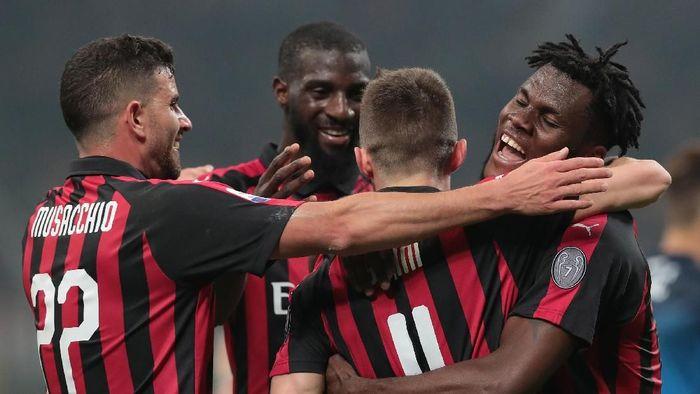 Para pemain AC MIlan merayakan gol ke gawang EMpoli. (Foto: Emilio Andreoli/Getty Images)