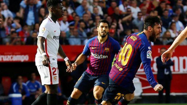 Lionel Messi dua kali samakan skor sebelum membawa Barcelona menang 3-2 atas Sevilla. (