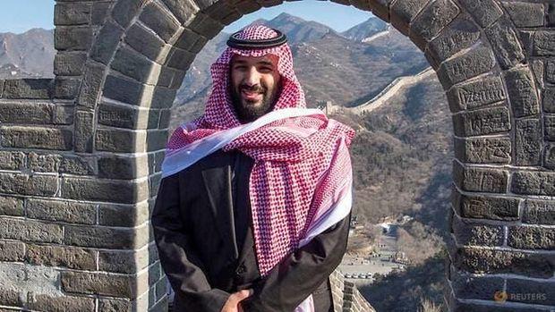 Putra Mahkota Saudi Mohammed bin Salman alias MBS berpose di Tembok Besar China