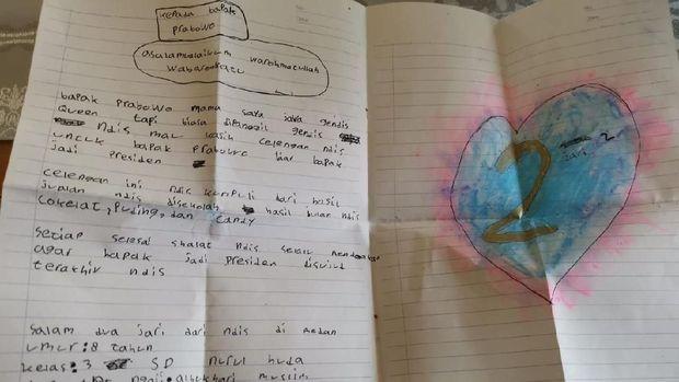 Prabowo dapat 'Surat Cinta' dan Celengan dari Bocah Gendis di Medan