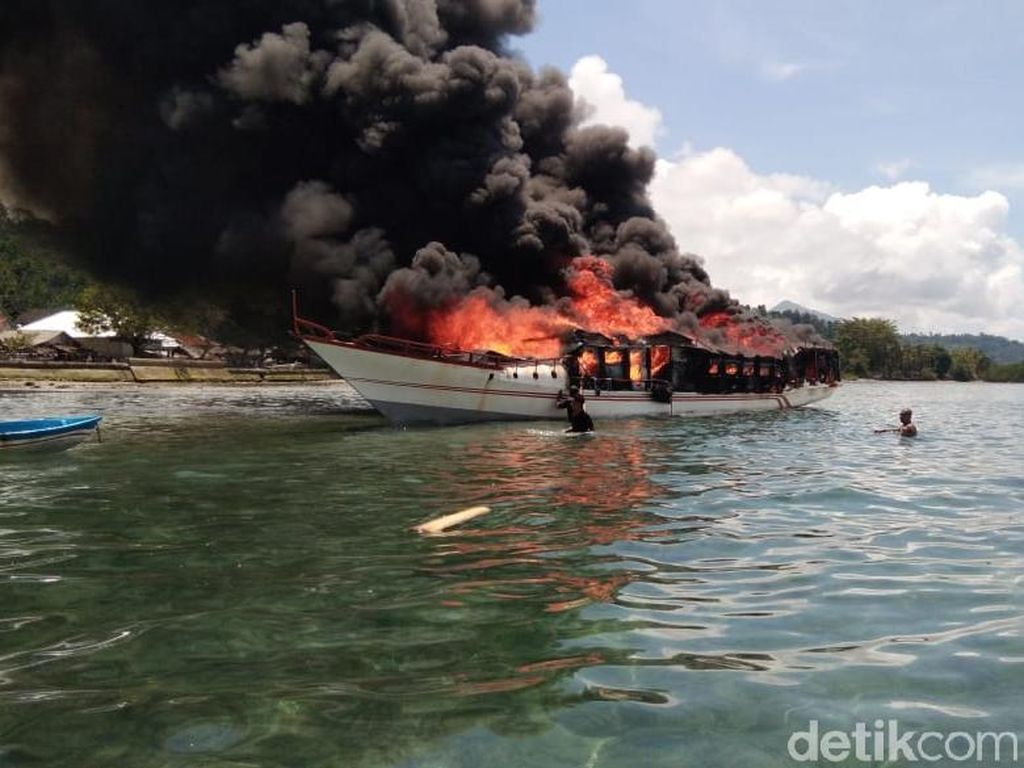 Kapal Ilegal Diduga Ikut Terbakar di Pelabuhan Muara Baru