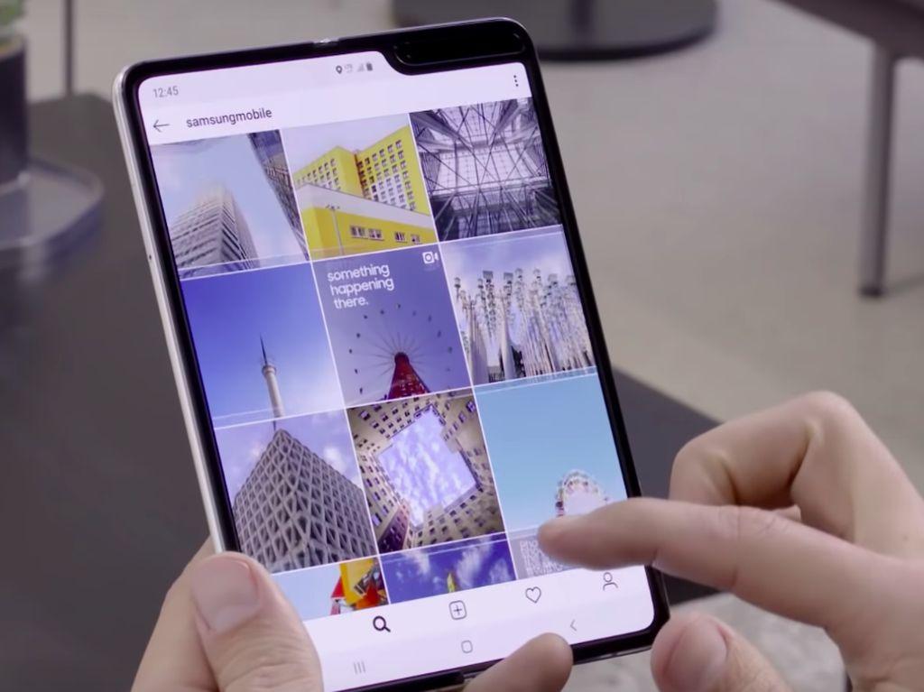 Samsung Tawarkan Layar Lipat ke Apple dan Google