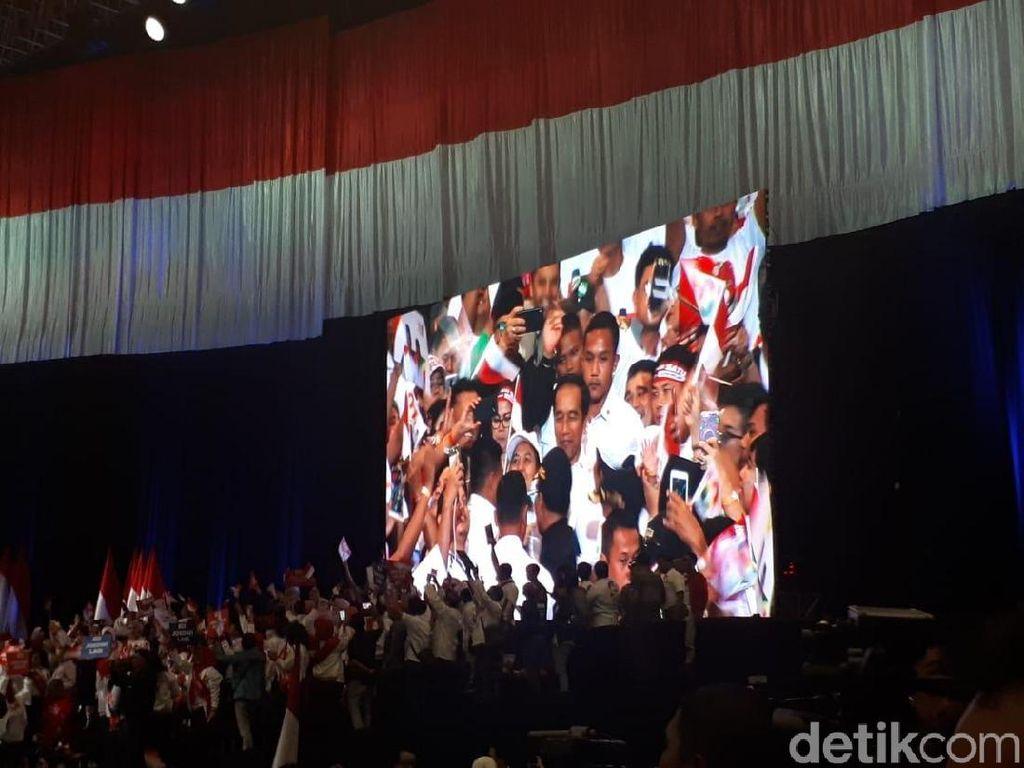Ridwan Kamil, TGB dan Bupati Bogor Hangatkan Panggung Konvensi Rakyat Jokowi