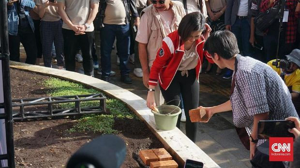 Peletakan batu pertama Taman DIlan di Bandung