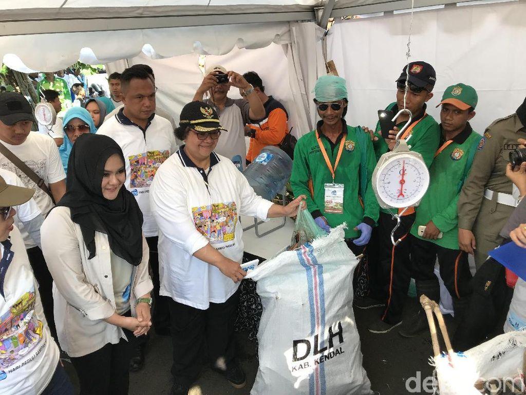 Hari Peduli Sampah Nasional, Menteri LHK Bersih-bersih di Pantai Kendal