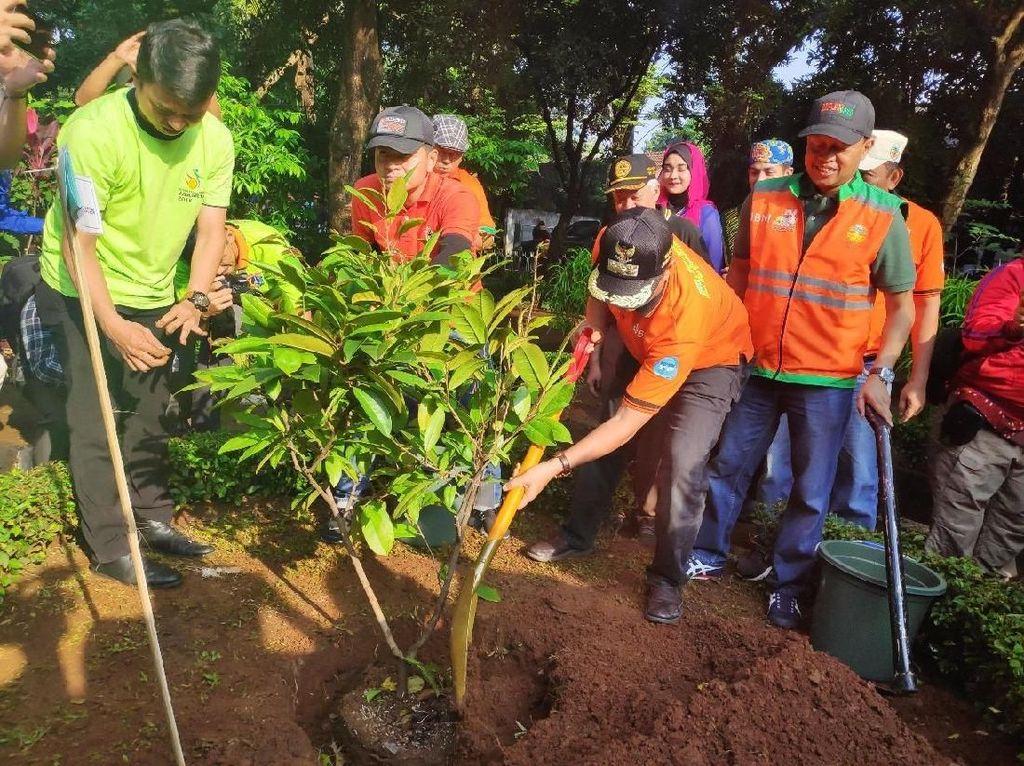 Hari Peduli Sampah Nasional, Pemprov DKI Gelar Kerja Bakti Bareng Warga