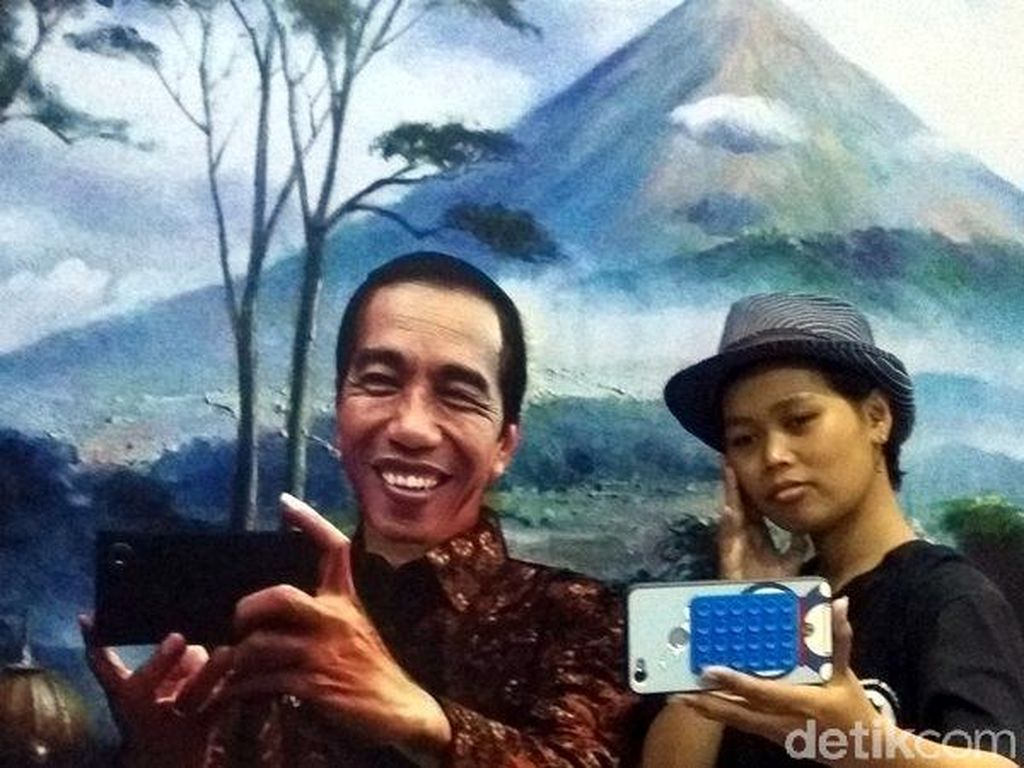 Berakhir Pekan Bareng Jokowi di Rumah Kamera Borobudur