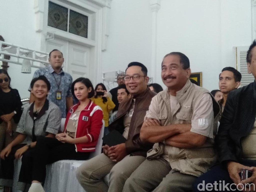 Menaiki Bandros, Ridwan Kamil Beri Sambutan Sebelum Kunjungi Sudut Film Dilan