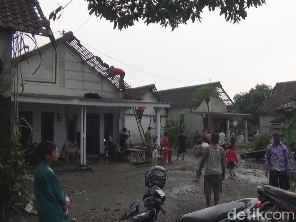 Puting Beliung Sapu 4 Desa di Jombang, Ratusan Rumah Rusak