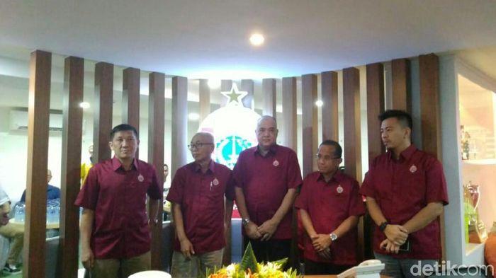 Ferry Paulus, Kokoh Afiat resmikan kantor baru Persija Jakarta. (Amalia Dwi Septi/detikSport)