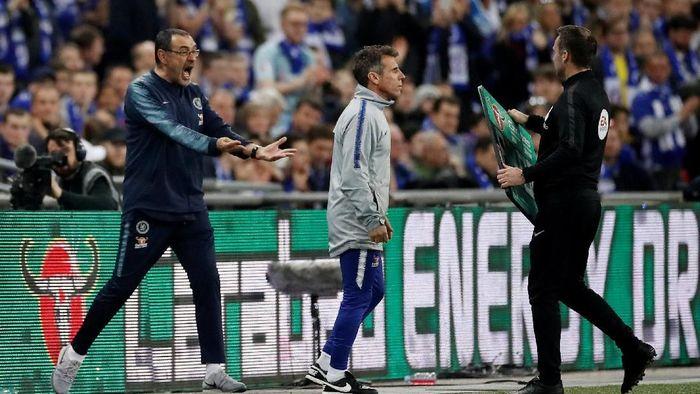 Pemandangan Sarri marah-marah terlihat saat Chelsea menghadapi City di Wembley, Minggu (24/2/2019) malam WIB. (Foto: Carl Recine/Action Images via Reuters)