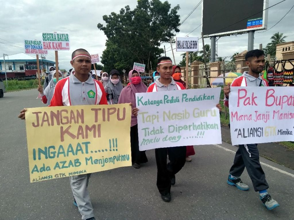 Tagih Janji Bupati, Guru SMA/SMK Seluruh Mimika Turun ke Jalan