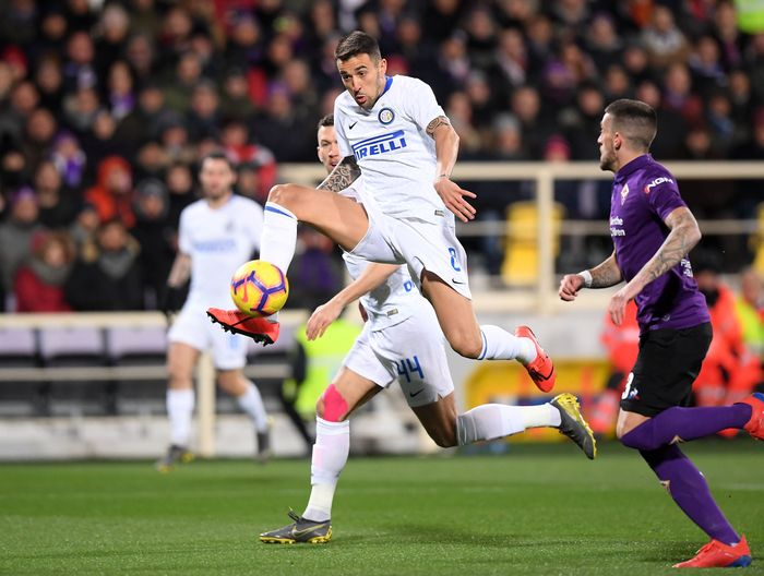Inter Milan membuang keunggulan dua gol saat menghadapi Fiorentina di pekan ke-25 Liga Italia. Nerazzurri ditahan imbang 3-3. Alberto Lingria/Reuters.