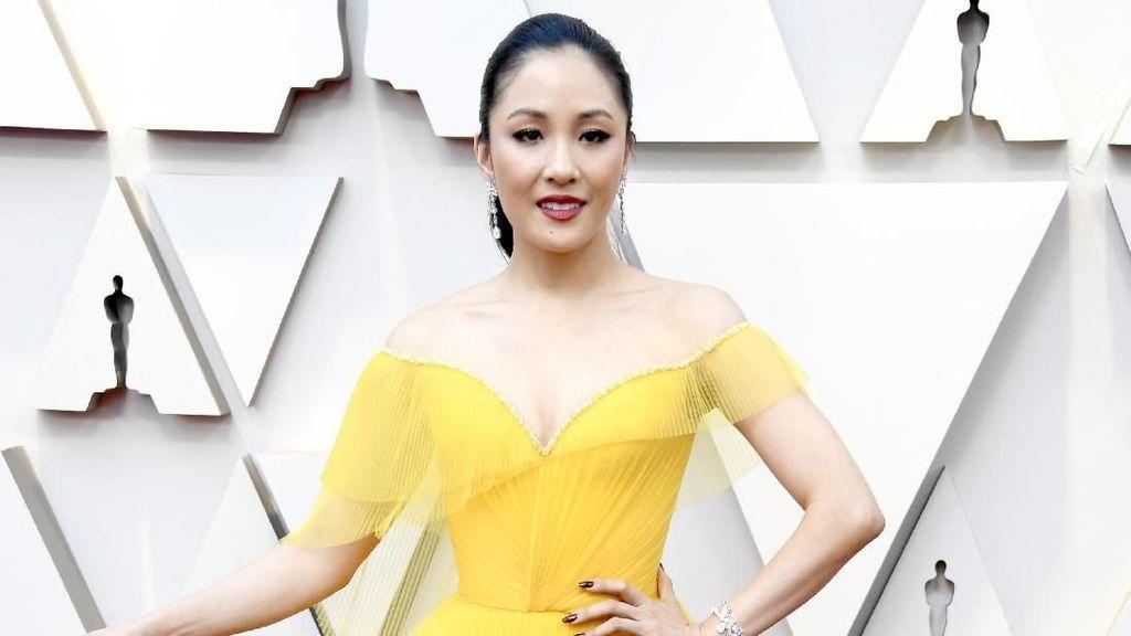 Foto: Adu Gaya Bintang Crazy Rich Asians di Oscars 2019