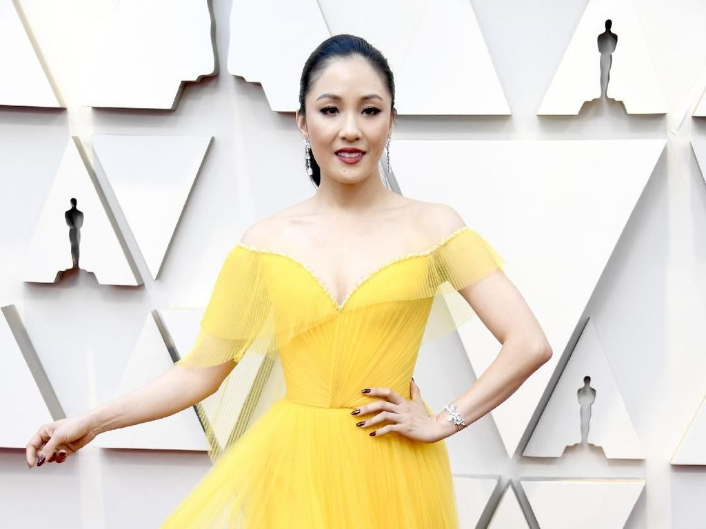 Foto: Adu Gaya Bintang Crazy Rich Asians di Oscars 2019