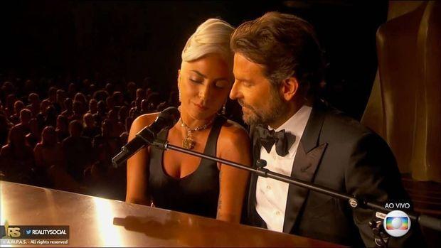 Penampilan due Lady Gaga & Bradley Cooper