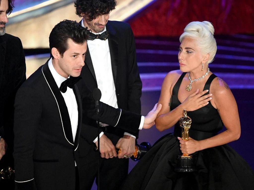 Masuk 7 Nominasi, A Star is Born Raih Piala Oscar Pertama