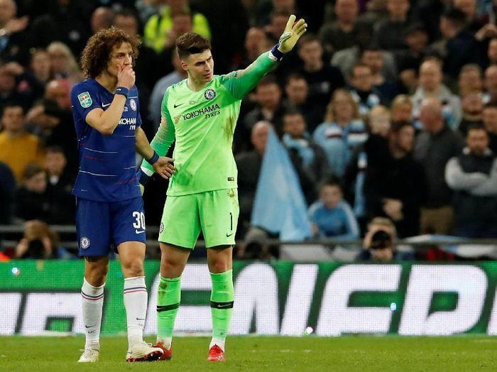 Kiper Chelsea Kepa Arrizabalaga saat menolak diganti di pertandingan final Piala Liga Inggris menghadapi Manchester City. (Foto: David Klein/Reuters)