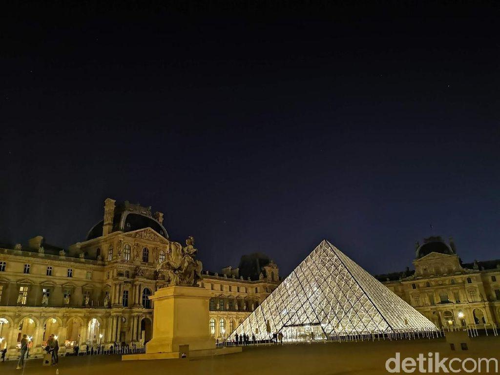 Foto: Berburu Cahaya Magis di Museum Louvre