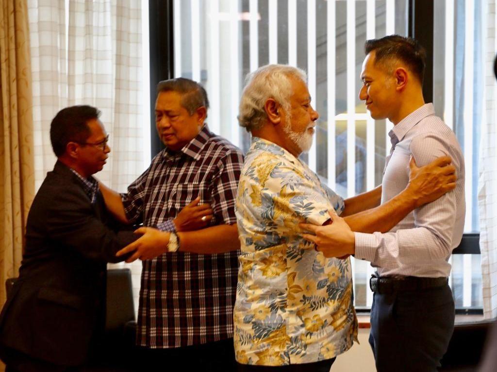 Momen Xanana Peluk SBY dan AHY Saat Jenguk Ani Yudhoyono