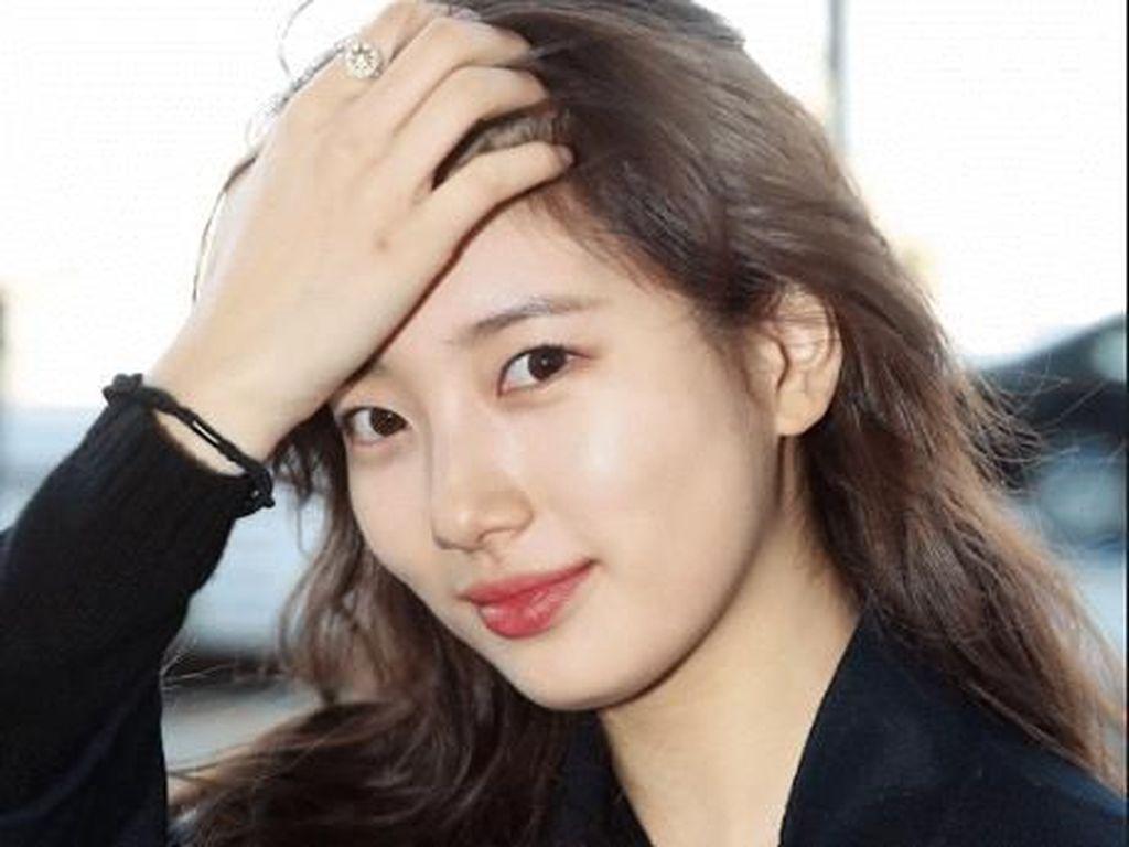 Potret Cantik Bintang Korea Bae Suzy Tanpa Makeup di Bandara Incheon