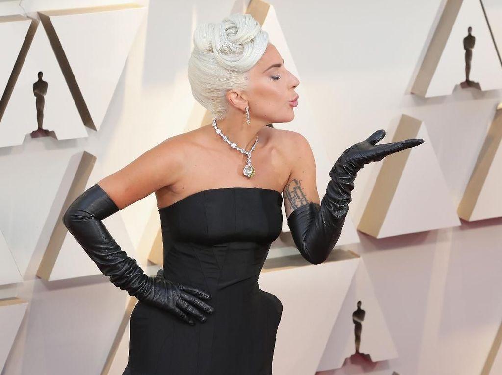 Dandani Lady Gaga, Stylist Artis Hollywood Ini Mendadak Ngetop