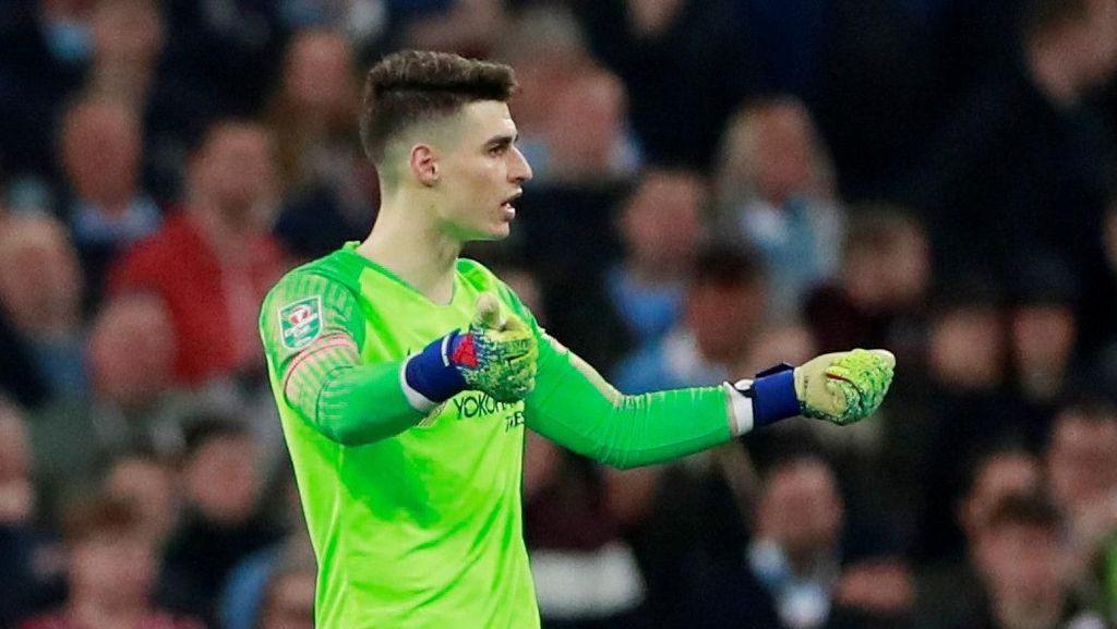Chris Sutton: Kenapa Pemain Chelsea Tak Seret Kepa ke Luar Lapangan?