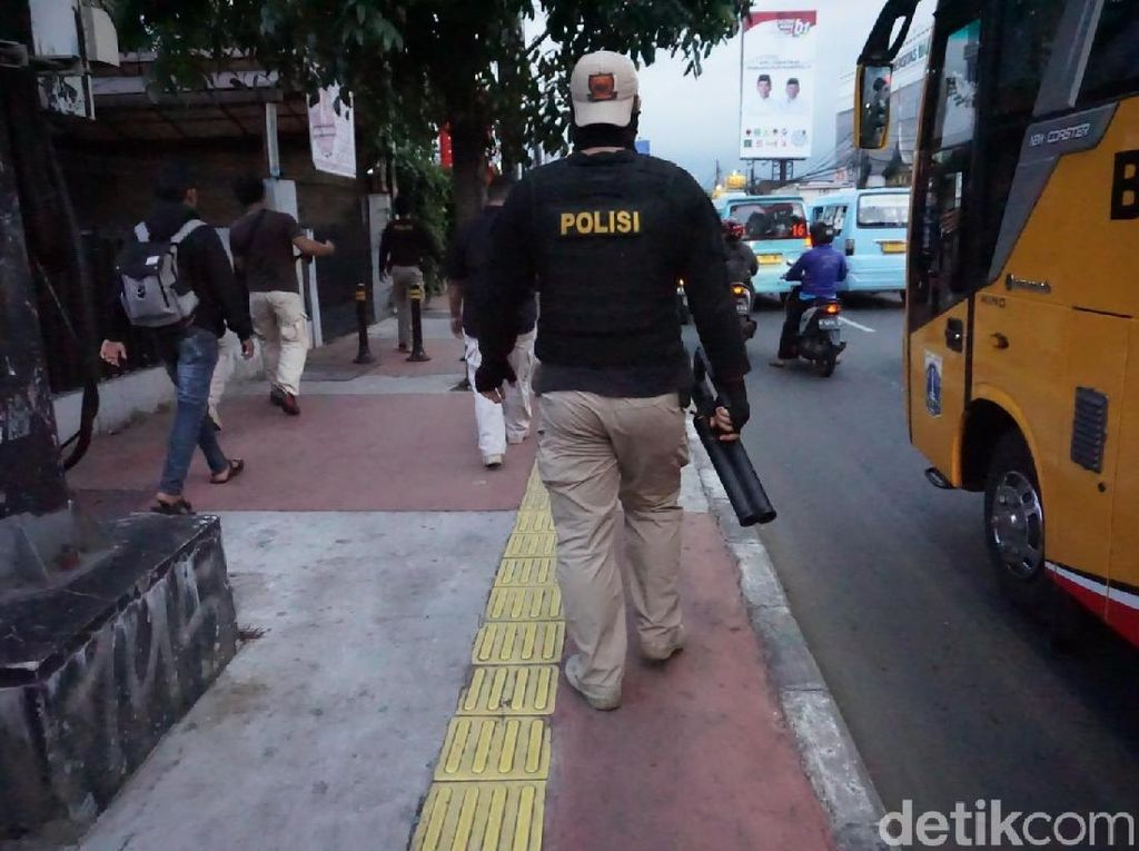 Tawuran Warga di Jl Dewi Sartika Jaktim, 5 Orang Ditangkap