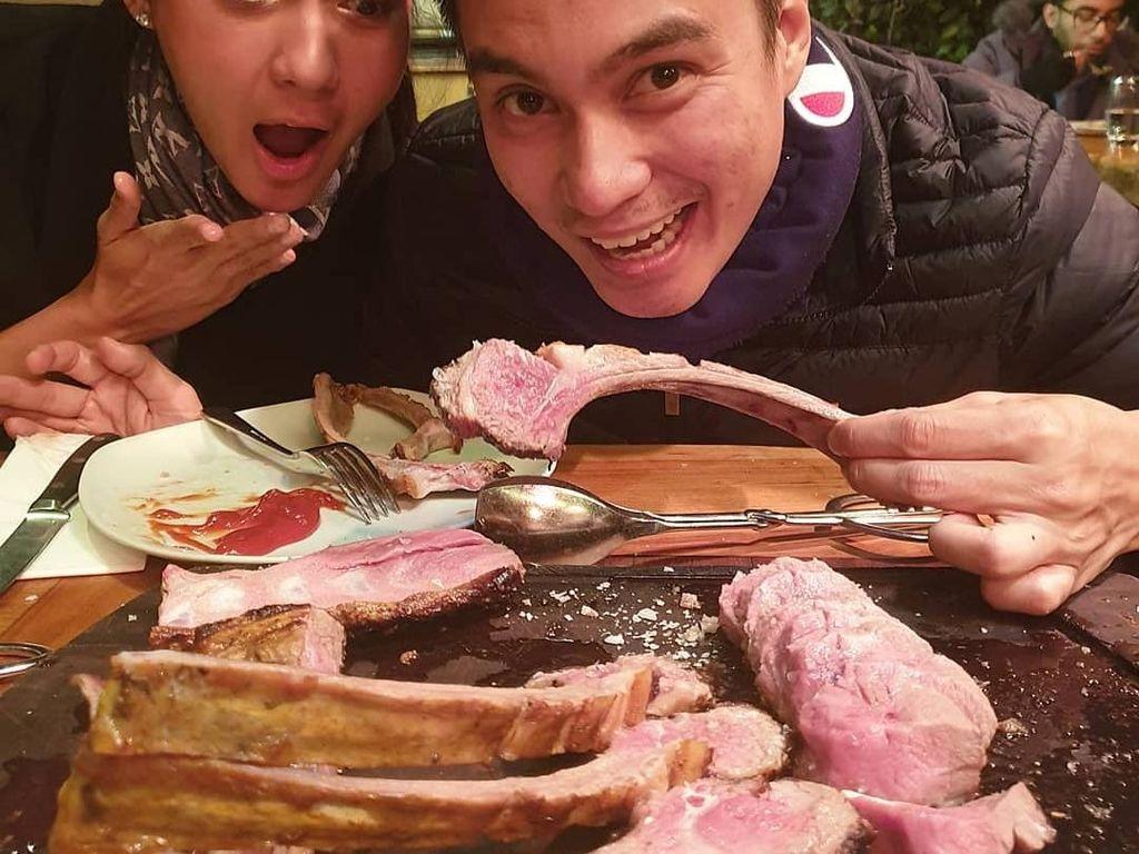 Liburan Ke Turki, Baim Wong Ajak Paula Cicip Beefsteak Salt Bae