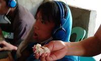Kecanduan Main Game, Ibu Ini Rela Suapi Anaknya Makan di Warnet