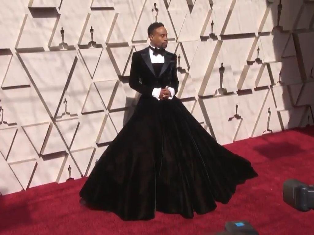 Aktor Ini Pake Gaun di Red Carpet Oscar 2019