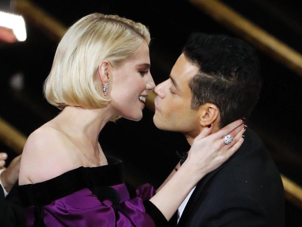 Ciuman dan Kemenangan Pertama Rami Malek